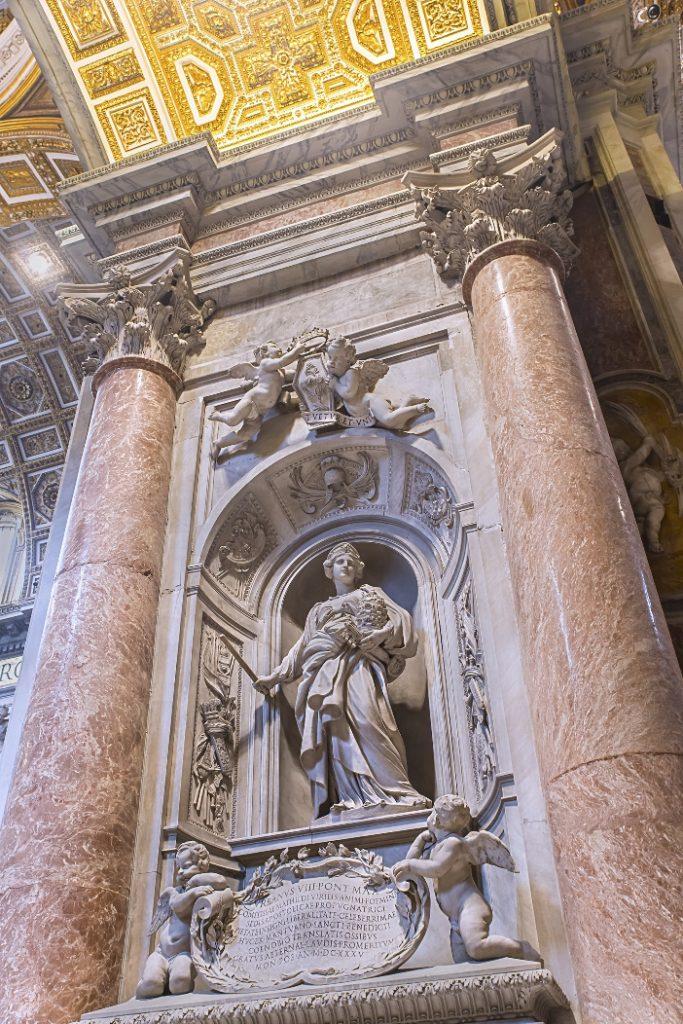 Basilika Santo Petrus. Makam Matilda dari Canossa. © Vasilii L | Shutterstock