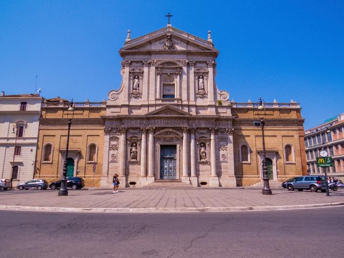 """Gereja Santa Susanna di Pemandian Diokletianus. Gereja itu pernah dinamakan """"ad duas domus,"""" karena dibangun di atas dua rumah: Rumah Gabinus dan Paus Caius, ayah dan paman dari Susanna. © Diego Fiore   Shutterstock"""