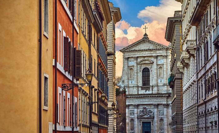 Pemandangan Gereja Santa Susanna di Pemandian Diokletianus. © Yasonya | Shutterstock