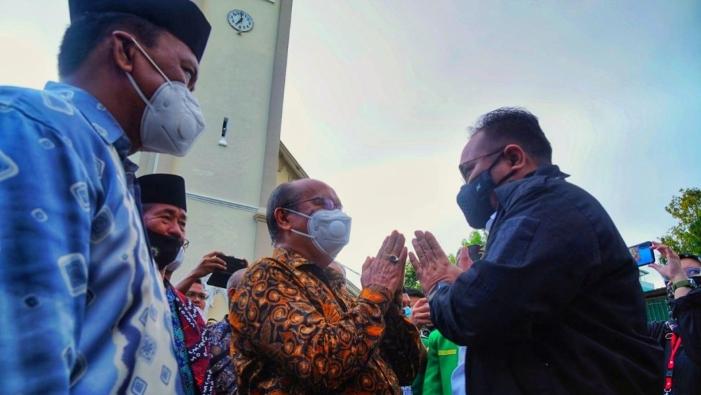 Menag bertemu Uskup Agung Makassar Mgr John Liku Ada' (Foto: Furqon)