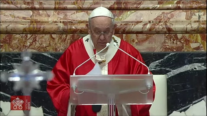 Paus Fransiskus tepat saat mengucapkan doa untuk korban di depan Katedral Makassar (Paul C Pati/paul c pati/screenhot)