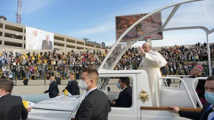 "Misa Kudus di Stadion ""Franso Hariri"" Stadium di Erbil (Vatican Media)"
