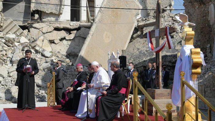 Paus Fransiskus di Mosul, Irak, dalam perjalanan apostoliknya