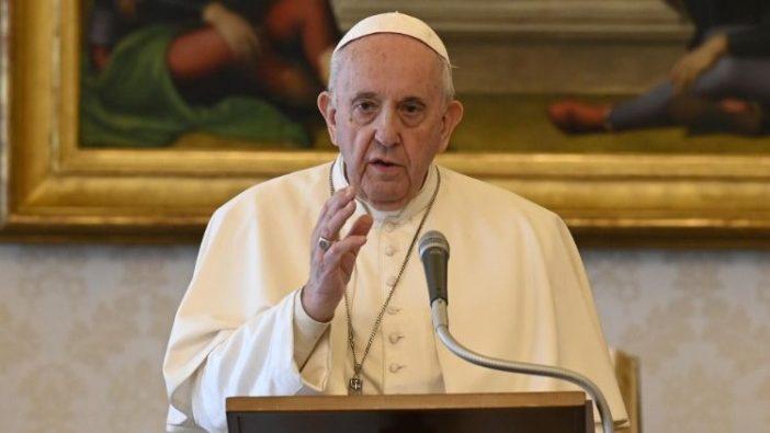 Paus Fransiskus di Perpustakaan Ustana Apostolik (Vatican Media)