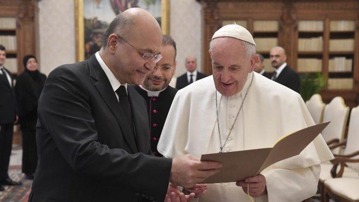 Paus bersama Presiden Irak