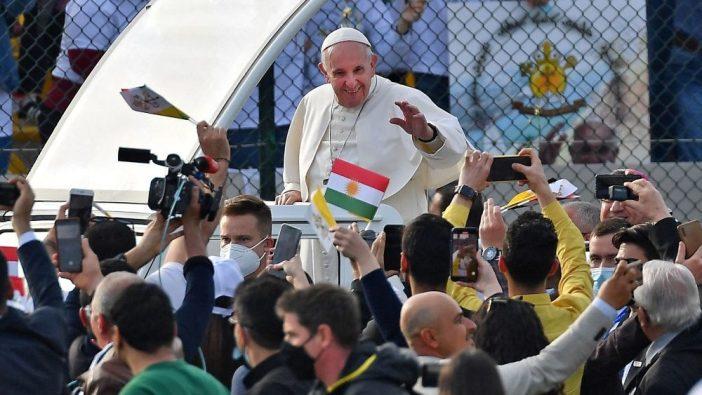 Paus menyalami umat di Erbil 1