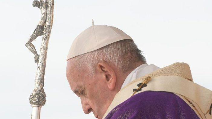 Paus saat Misa di Erbil