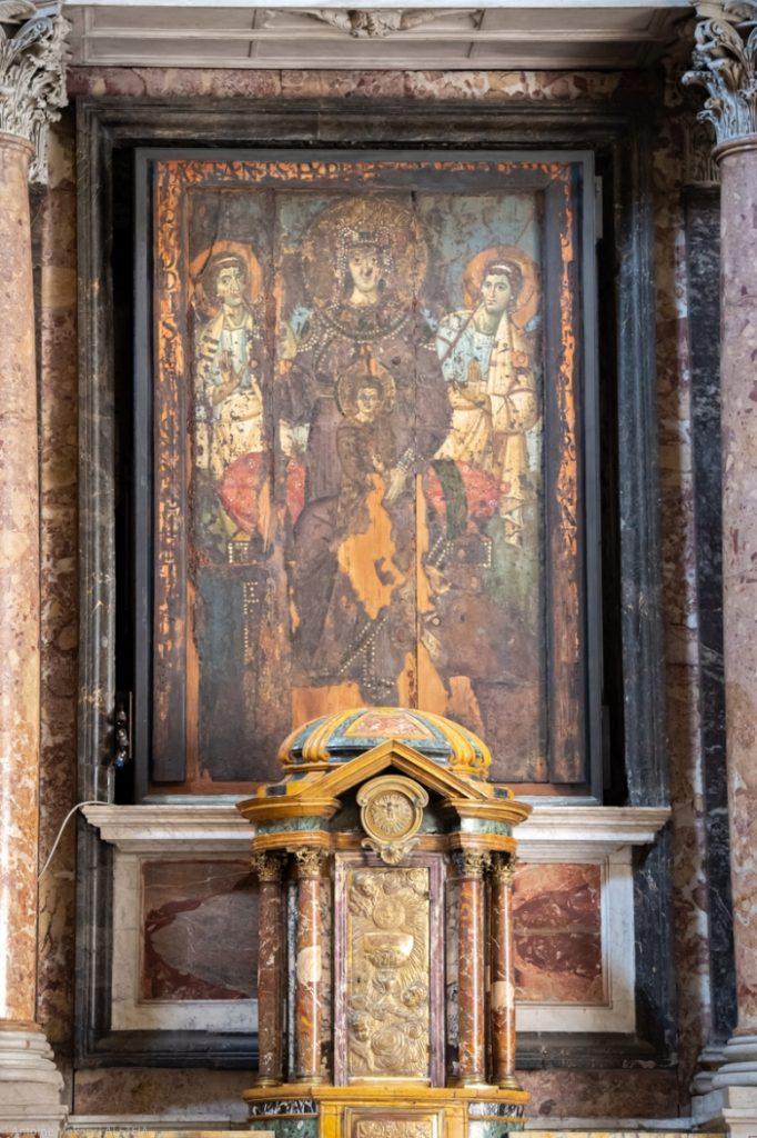 Tampak lebih dekat, ikon Maria Bunda Belas Kasih  © Antoine Mekary | ALETEIA
