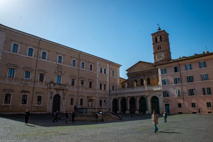 Basilika Santa Maria di Trastevere, dilihat dari alun-alun. © Antoine Mekary | ALETEIA