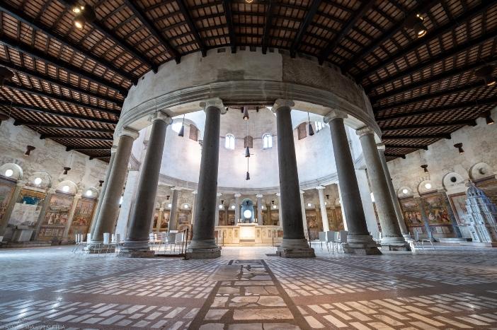 """Basilika Santo Stefano al Celio. Basilika ini juga dikenal sebagai Santo Stefano """"Rotondo"""" (Bulat) karena bentuknya yang melingkar. © Antoine Mekary   ALETEIA"""