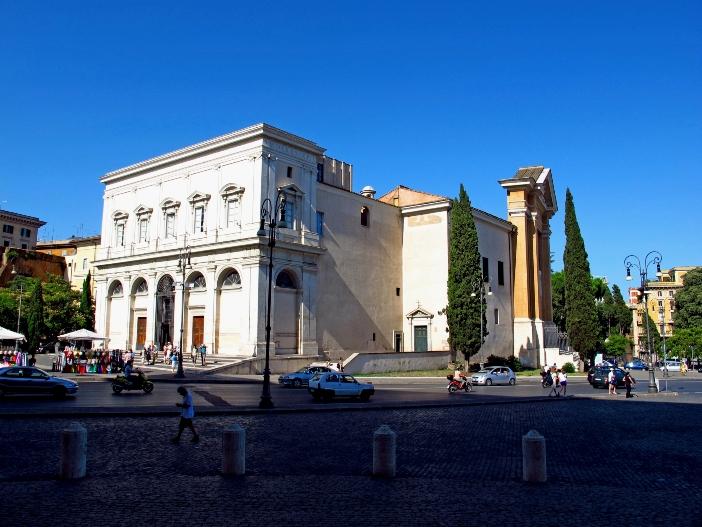 Tempat Ziarah Santa Scala (eksterior). Tangga Suci pernah menjadi bagian dari Istana Lateran. Pius IX mempercayakan tempat ziarah itu kepada Passionis, yang merawatnya hingga hari ini. © Sergey-73 | Shutterstock
