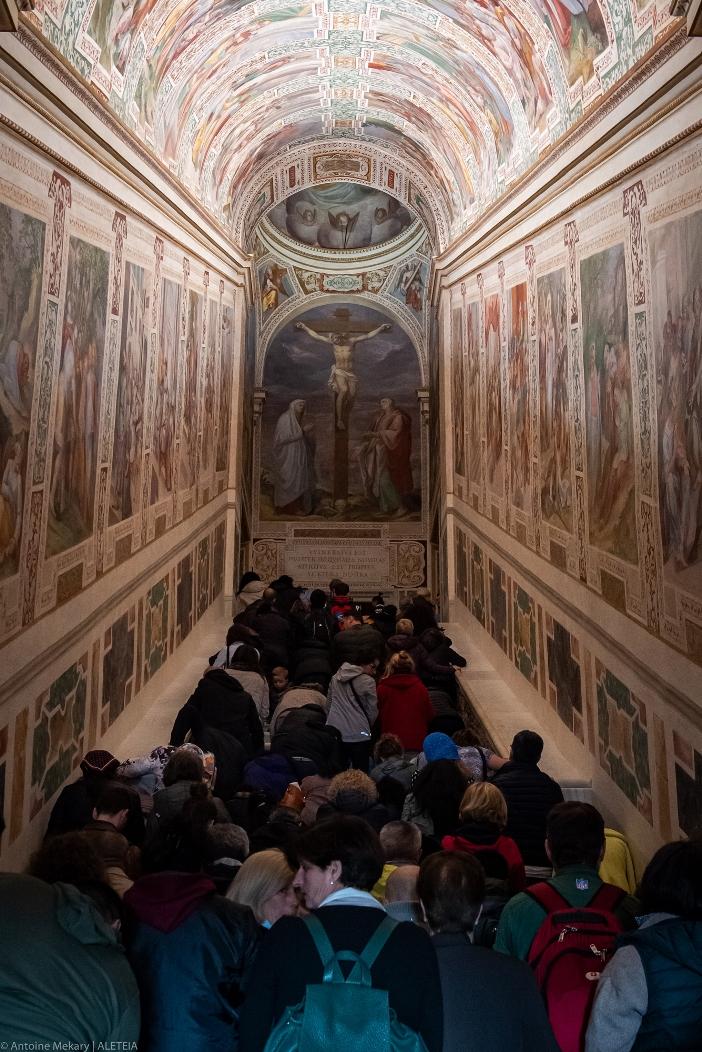 Tempat ziarah Scala Santa (setelah restorasi). Di bagian atas Tangga Suci ada lukisan dinding yang menggambarkan Penyaliban. © Antoine Mekary | ALETEIA