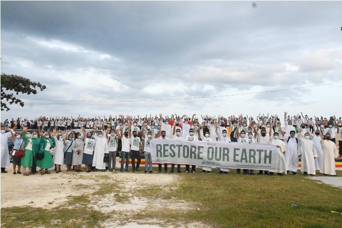 Uskup Raul Dael memimpin perayaan Hari Bumi di Keuskupan Tandag. FOTO KEUSKUPAN TANDAG