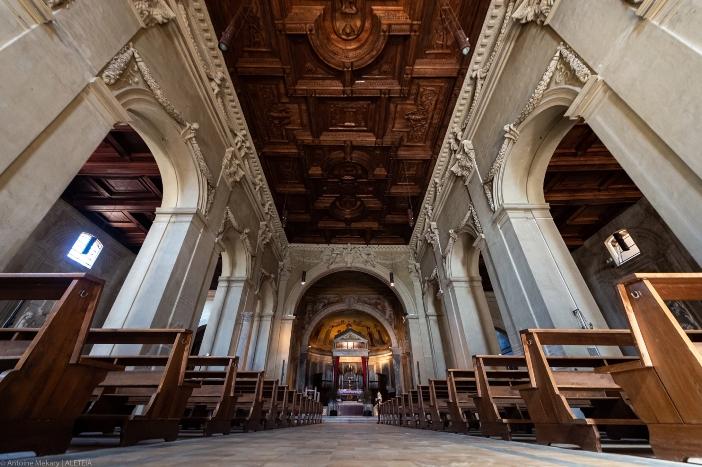 Basilika Santo Pancratius (interior). Basilika Santo Pancratius telah mengalami banyak perubahan selama berabad-abad, sebagian karena kerusakan akibat perang. © Antoine Mekary   ALETEIA