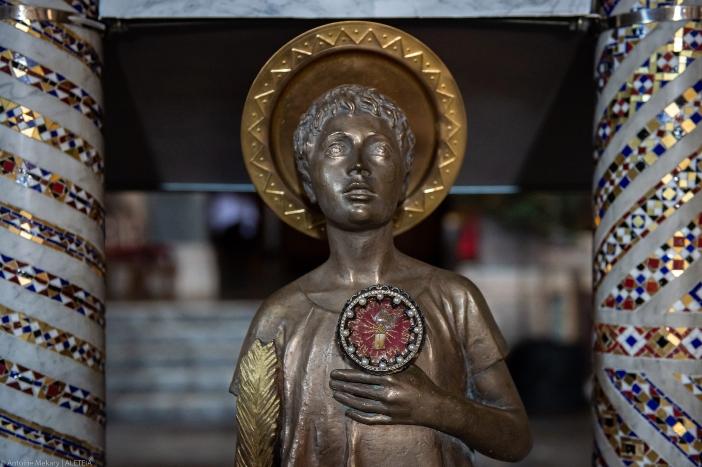 Basilika Santo Pancratius (patung St. Pancras di ambo). Martir muda dianggap sebagai pembela sumpah dan janji. © Antoine Mekary   ALETEIA