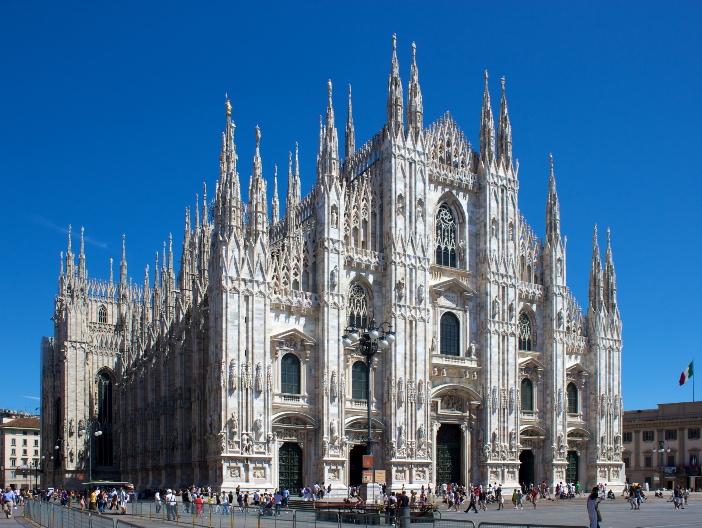 Bagian depan Katedral Milan, atau Duomo yang langsung dapat dikenali. © Jiuguang Wang | CC BY-SA 3.0