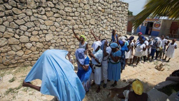 Umat Katolik Haiti berdoa bagi pembebasan anggota klerus yang diculik di Port-au-Prince