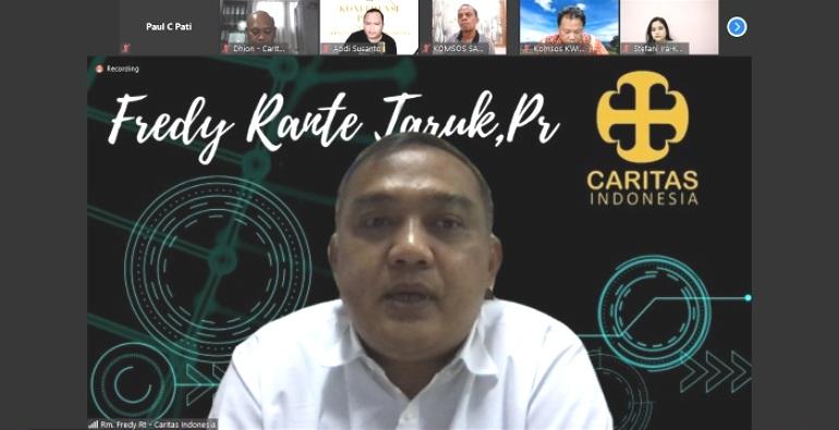 Direktur Eksekutif Karina Pastor Fredy Rante Taruk Pr dalam Konferensi pers virtual (PEN@ Katolik/pcp/shotscreen)
