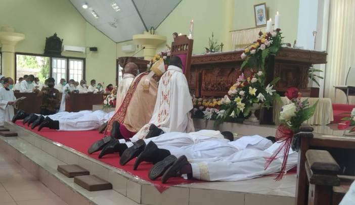 Tahbisan imam dan diakon di Merauke (PEN@ Katolik/gsk)