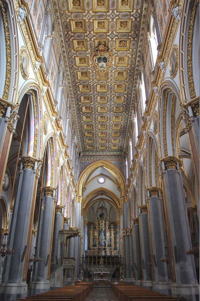 Bagian dalam Gereja San Domenico Maggiore di Napoli. © Miguel Hermoso Cuesta | CC BY-SA 4.0