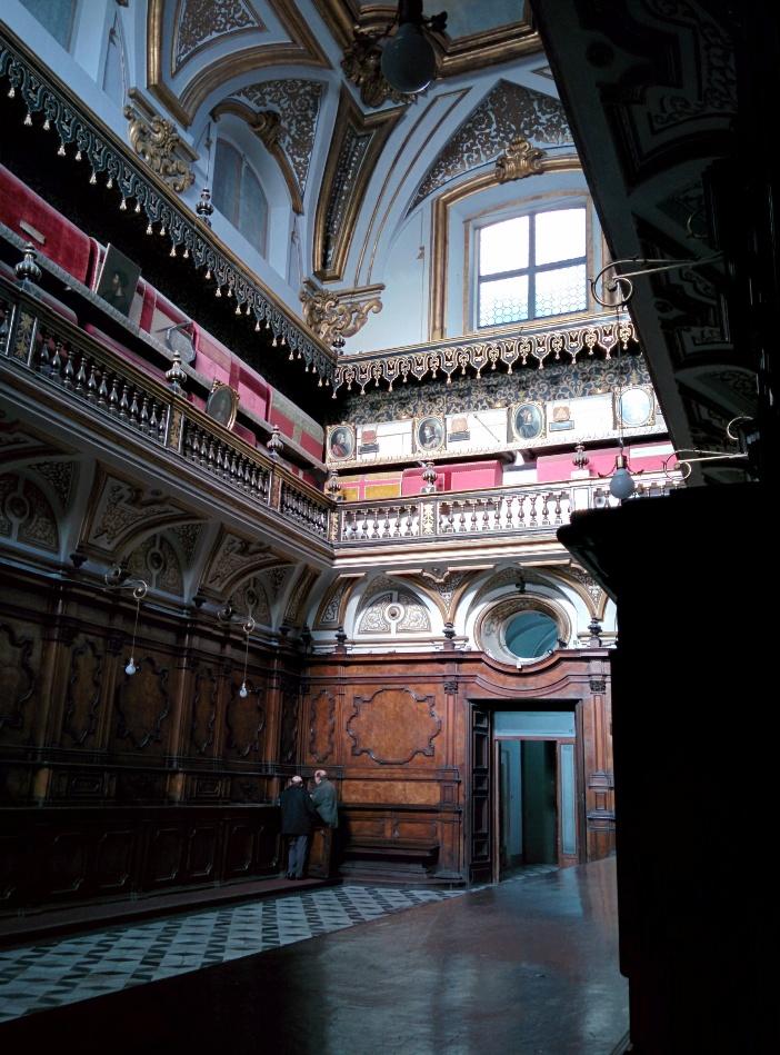 Makam anggota keluarga kerajaan Aragon (ditutupi warna merah, tingkat atas). © Etan J. Tal | CC BY-SA 3.0