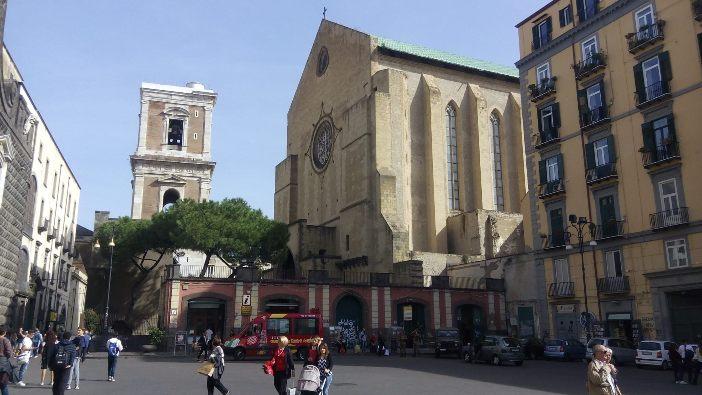 Bagian depan gereja Gesù Nuovo di Napoli. © Foto milik Bret Thoman
