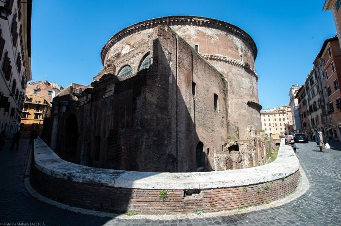 Basilika Maria Ratu Para Martir (tampak belakang). Pantheon dibangun oleh Kaisar Hadrianus antara tahun 118 dan 125, di atas sisa-sisa kuil sebelumnya. © Antoine Mekary | ALETEIA