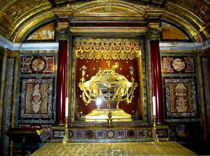 Basilika Santa Maria Maggiore. Relikui Palungan Suci tiba di Roma pertengahan abad ke-7. Patriark Yerusalem, Sophronius, memberikannya kepada Paus Theodore I. © Sergey-73 | Shutterstock