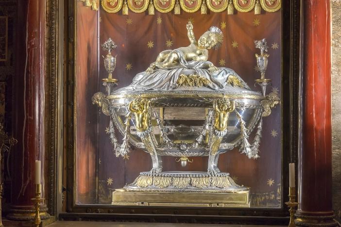 Basilika Santa Maria Maggiore. Relikui itu berisi beberapa papan kayu, dengan karakteristik yang sesuai dengan yang berasal dari pohon maple yang tumbuh 2.000 tahun yang lalu di Palestina. © serato | Shutterstock