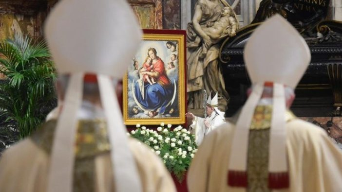 Paus Fransiskus dalam Misa Krisma