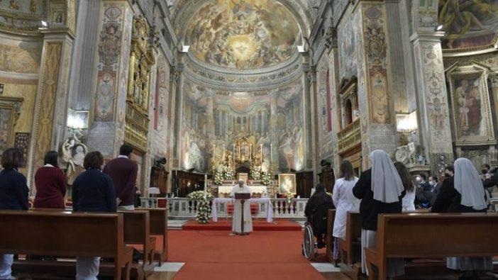Paus Fransiskus memimpin umat beriman dalam doa Regina Coeli setelah Misa di Gereja Santo Spirito di Sassia (Vatican Media)