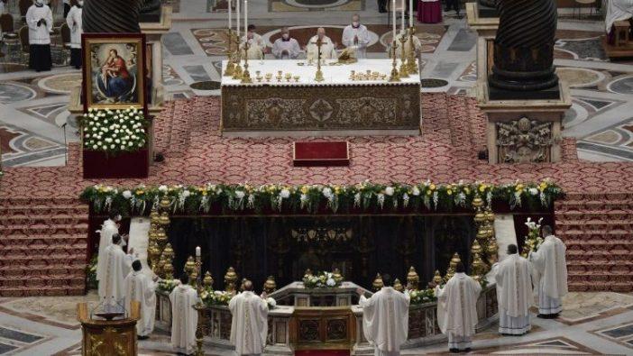 Paus menahbiskan sembilan imam di Basilika Santo Petrus  (Vatican Media)