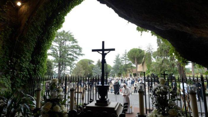 Paus berdoa Rosario di depa Gua Maria Lourdes Vatikan