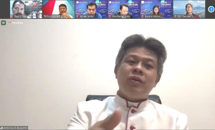 Uskup Bandung Mgr Antonius Subianto Bunjamin OSC sedang berbicara dalam Hari Studi Rapat Anggota Signis Indonesia 2021 (PEN@ Katolik/screenshot)