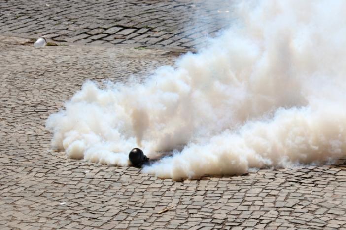 Gas air mata (LuizSouza | Shutterstock)