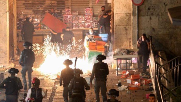 Pasukan keamanan Israel menembakkan granat setrum ke pengunjuk rasa Palestina