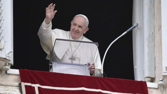 Paus Fransiskus dalam Regina Coeli di Lapangan Santo Petrus (Vatican Media)