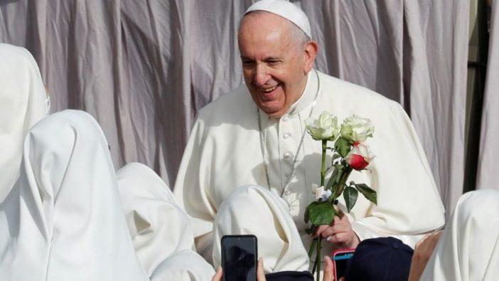 Paus Fransiskus mengadakan audiensi umum di Vatikan