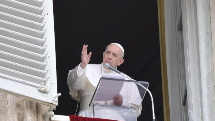 Paus Fransiskus dalam Regina Coeli