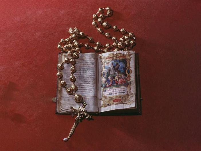 Rosario dan Buku Doa milik Maria Ratu Skotlandia
