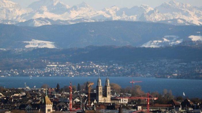 Menara-menara Gereja Grossmuenster di Zurich, Swiss.
