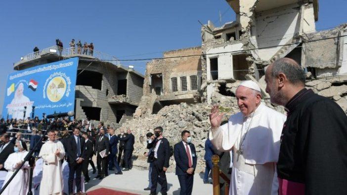 Paus Fransiskus di Mosul dalam perjalana apostoliknya ke Irak (Vatican Media)