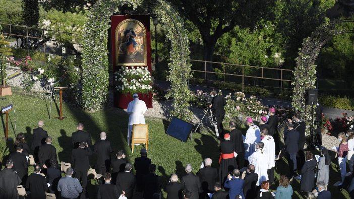Semua gambar ini dari Vatican Media